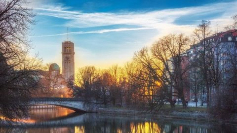 Cheap flights from Mumbai to Munich for ₹ 27952 ($ 389)